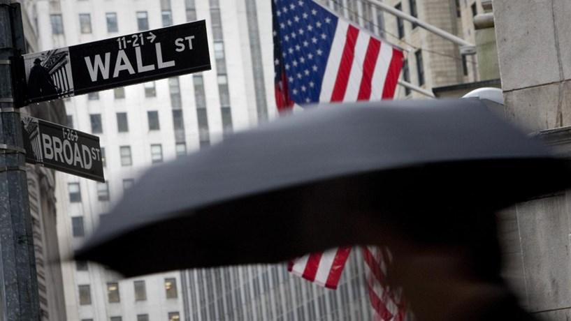 Wall Street fecha em queda com balanços
