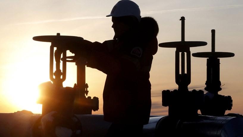 Petróleo fecha em baixa em Nova York e Londres