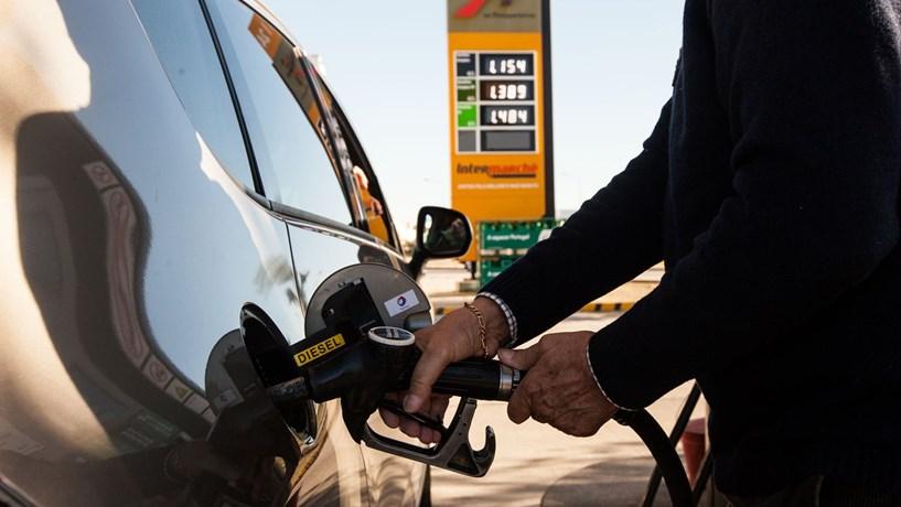 Aumento de imposto e subida do petróleo leva combustíveis para máximos