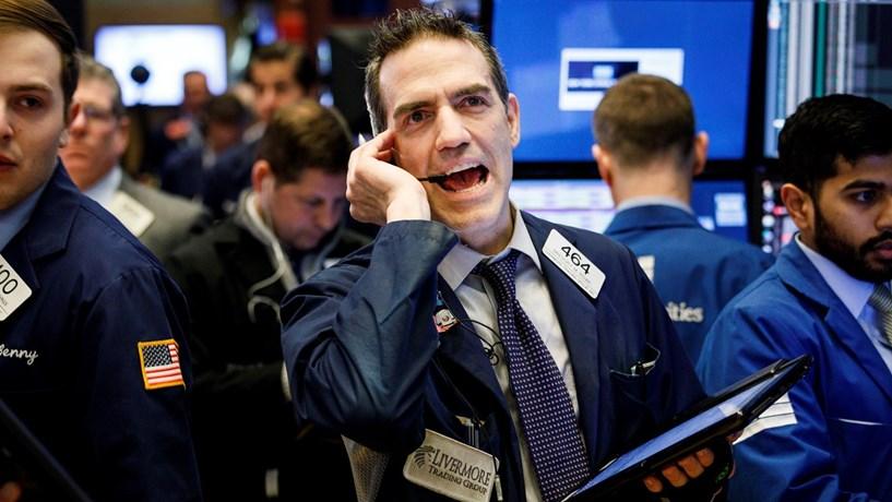 Wall Street segue em queda à espera de decisão de Trump sobre Irão