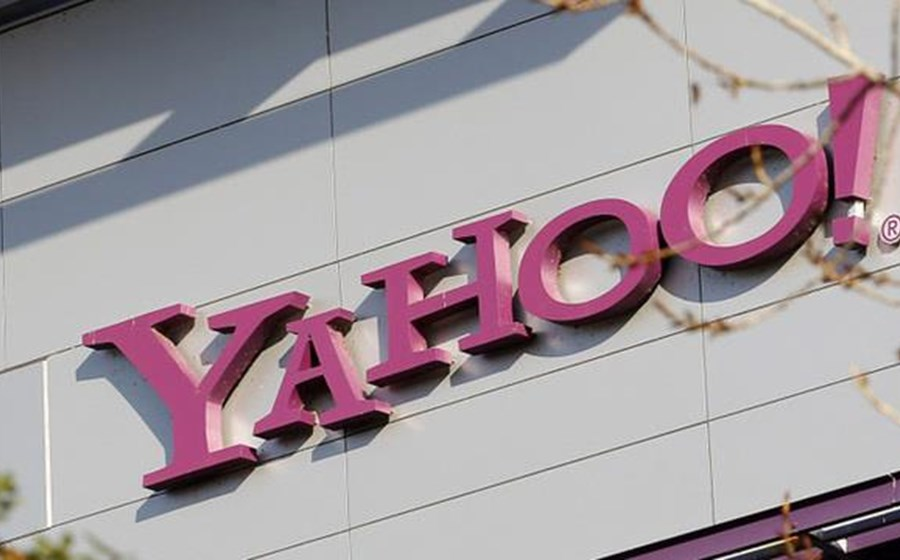 BLOOMBERG TV - Yahoo Ponders to Sell or Not to Sell